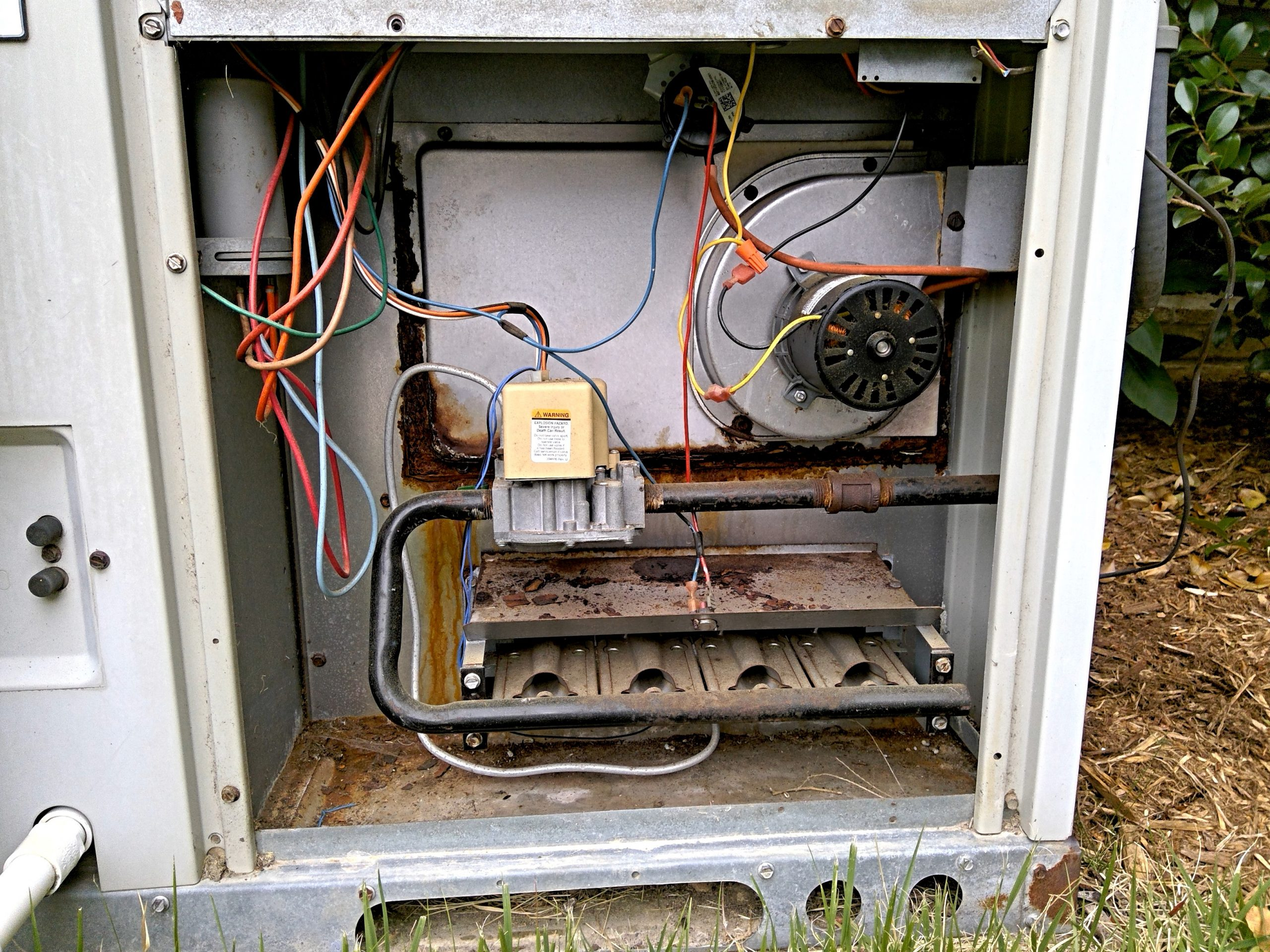 Burner compartment of a package unit furnace